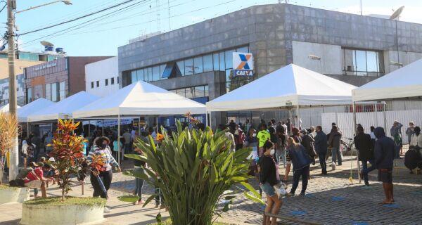 Prefeitura de Araruama atua para organizar fila na Caixa Econômica Federal