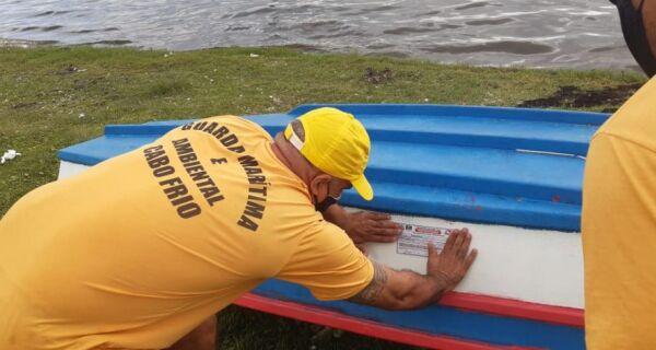 Guarda Marítima Ambiental notifica sete embarcações na Praia das Palmeiras