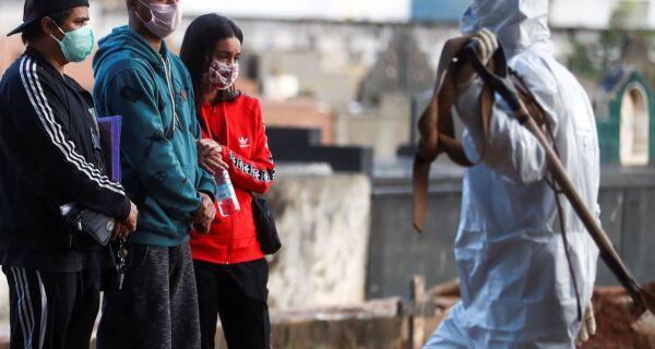 Covid-19: Brasil passa de mil mortes por dia pela primeira vez