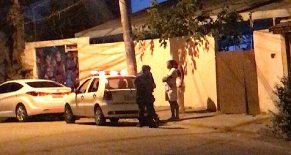 Guarda e polícia interrompem festa em casa de eventos de Arraial do Cabo