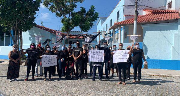Servidores da Saúde de Cabo Frio fazem ato em protesto por morte da funcionária Lucia Maria