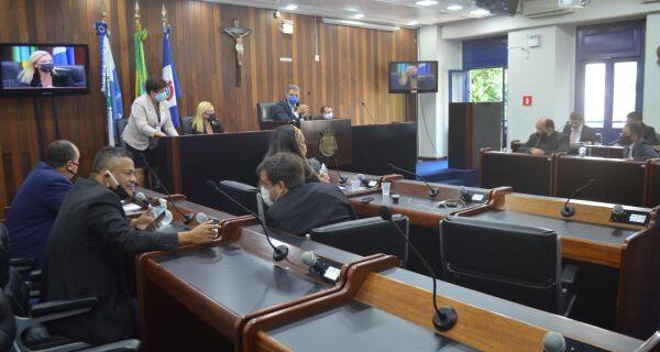 Servidores conseguem da Câmara promessa de debate sobre aumento de desconto previdenciário