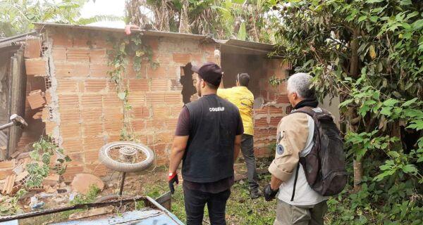 Prefeitura de Cabo Frio e Inea retiram construções irregulares em áreas ambientais