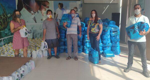Prolagos entrega nova remessa de cestas de alimentos a pescadores