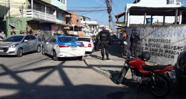 Homem é morto a facadas dentro de automóvel em Cabo Frio