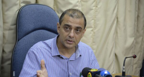 Ex-secretário estadual de Saúde Edmar Santos é preso na Região Serrana