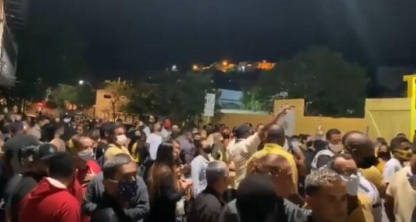 Manifestação política de apoio a prefeito de Arraial causa aglomeração e é contestada
