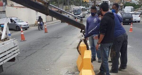 Barreiras de concreto são instaladas na Avenida Wilson Mendes, em Cabo Frio