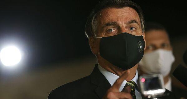 Presidente Jair Bolsonaro diz que novo teste para covid-19 deu negativo