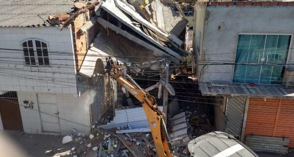 Imóvel que desabou parcialmente no Jardim Esperança é demolido