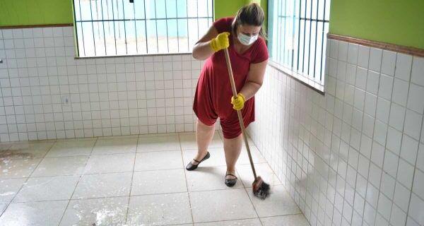 Escolas de São Pedro da Aldeia são higienizadas antes da distribuição de material impresso