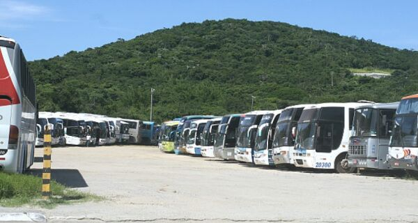 Gabinete de Crise vai analisar volta de ônibus de excursão e música ao vivo em Cabo Frio