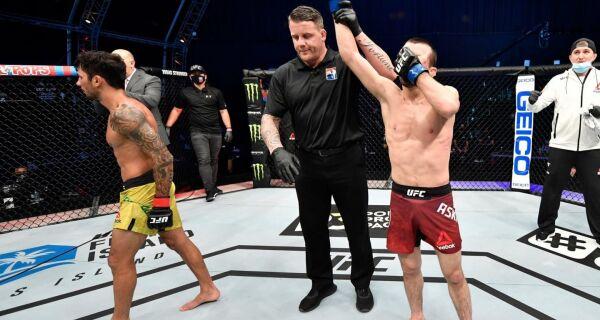 Alexandre Pantoja perde e fica mais distante da disputa do cinturão do UFC