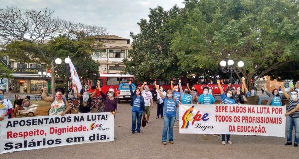 Depois da Saúde, servidores da Educação de Cabo Frio protestam contra a Prefeitura