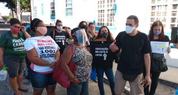 Servidores da Educação de Cabo Frio pressionam e Prefeitura libera recursos para pagamento