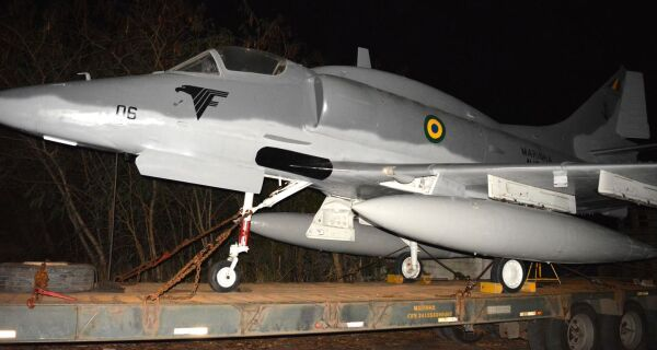 Orla de São Pedro da Aldeia ganha aeronave AF-1 da Marinha