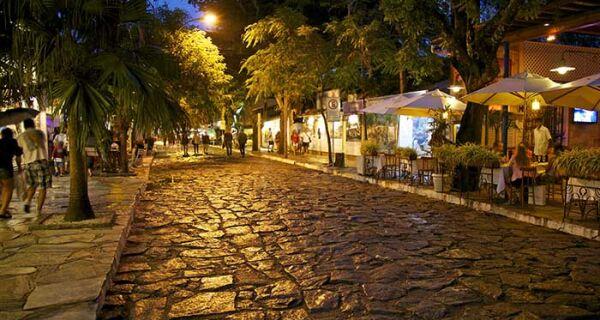 Associação Comercial de Búzios critica obra na Rua das Pedras durante retomada econômica