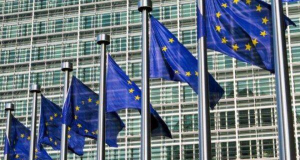 União Europeia oferece 400 milhões de euros a iniciativa por vacina para covid-19