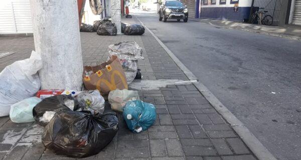 Servidores da Comsercaf paralisam parte das atividades e reivindicam pagamento de salários