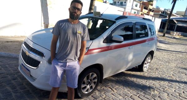 Taxista investe em carro adaptado para cadeirantes na Região dos Lagos