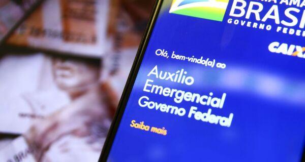 MP que prorroga auxílio emergencial até o fim do ano é publicada no Diário Oficial