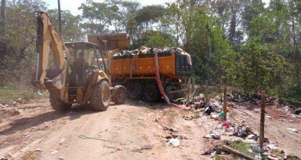 Empresa é multada em R$ 10 mil por despejar entulho no Parque Municipal do Mico Leão Dourado, em Cabo Frio