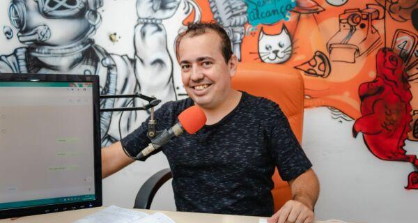 Programa 'Falando Francamente com Você' completa um ano de rádio