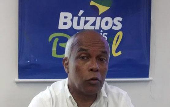 Vice de Búzios assume prefeitura e anuncia quatro decretos