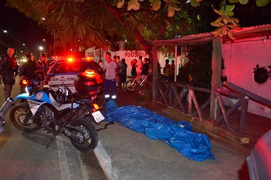 Homem é executado dentro de carro no Jardim Esperança, em Cabo Frio