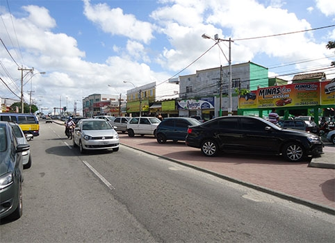 Moradores e comerciantes reclamam de abusos na Avenida Joaquim Nogueira