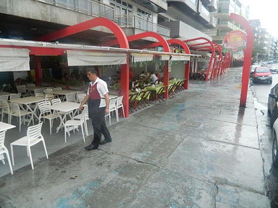 Restaurantes da orla da Praia do Forte amargam movimento baixo durante a Copa do Mundo