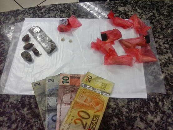 Homem é preso por tráfico de drogas no bairro Boca do Mato