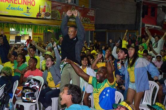 Vitória da seleção contra Camarões anima torcedores em Cabo Frio
