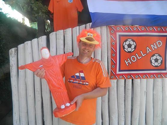 Em clima de Copa, empresário holandês monta 'QG laranja' em Cabo Frio