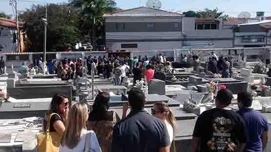 Assassinado em emboscada na ViaLagos, soldado Valério Albuquerque é enterrado no Santa Izabel
