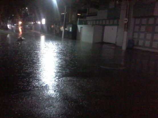 Após derrota da seleção, terça-feira anoitece com chuva forte em Cabo Frio