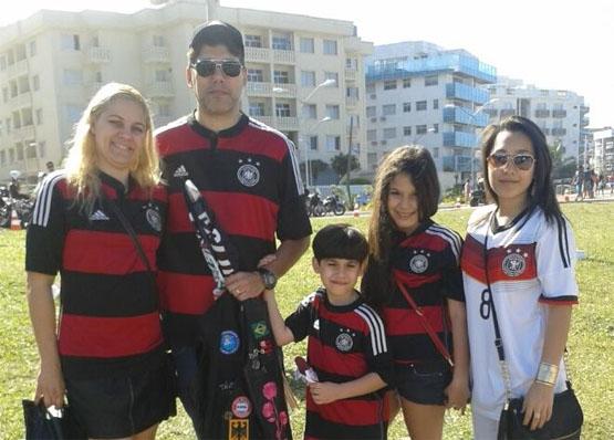 Em Cabo Frio, torcedores preparam a festa para acompanhar a final da Copa