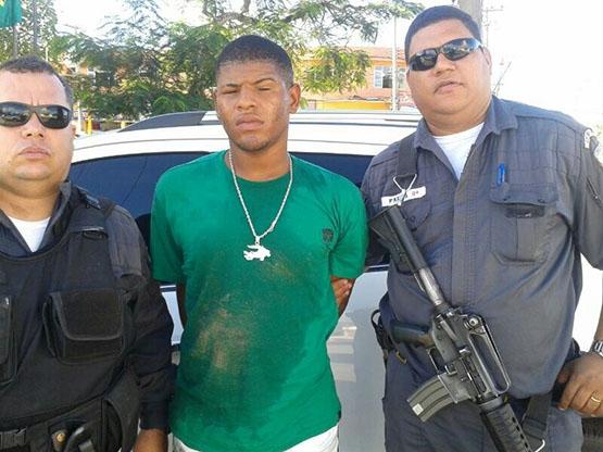 'Carioca' é preso em flagrante por policiais militares na Boca do Mato, em Cabo Frio