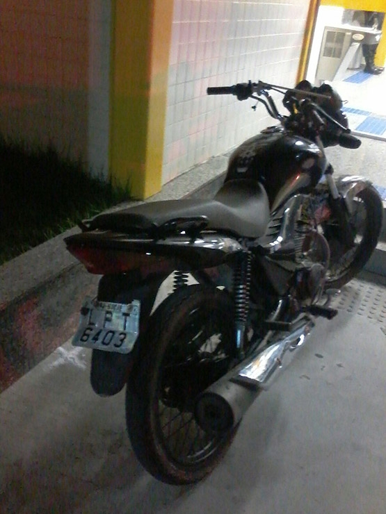 Motocicleta abandonada no Monte Alegre teria sido roubada em Macaé