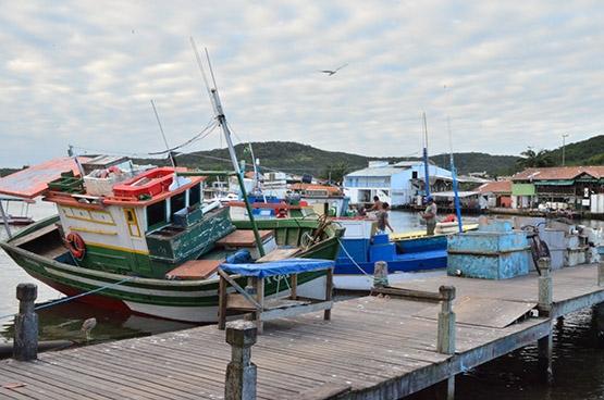 Associação distribui carteirinhas a pescadores