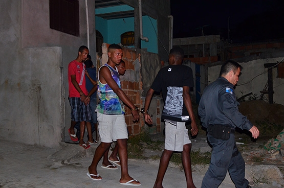 Oito pessoas são presas no Jardim Peró