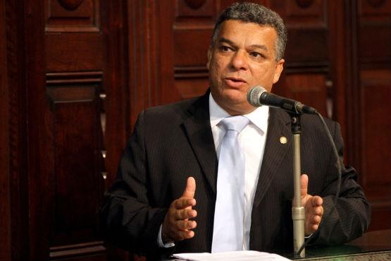 Deputado Janio Mendes é multado em R$ 10 mil pelo Tribunal Regional Eleitoral do Rio de Janeiro