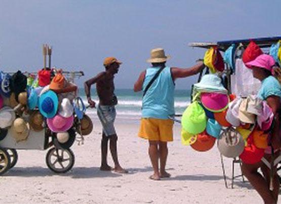 Prefeitura recadastra ambulantes que trabalham nas praias de Cabo Frio