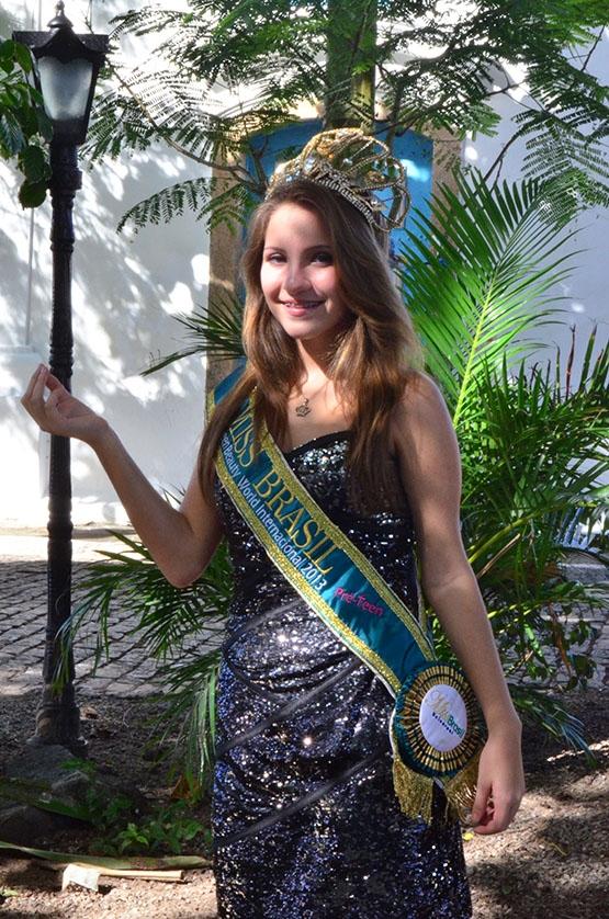 Jovem cabofriense sonha com o Miss Beauty Queen World