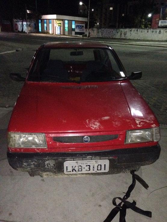 Carro roubado em Rio das Ostras é encontrado em posto de combustível no Porto do Carro