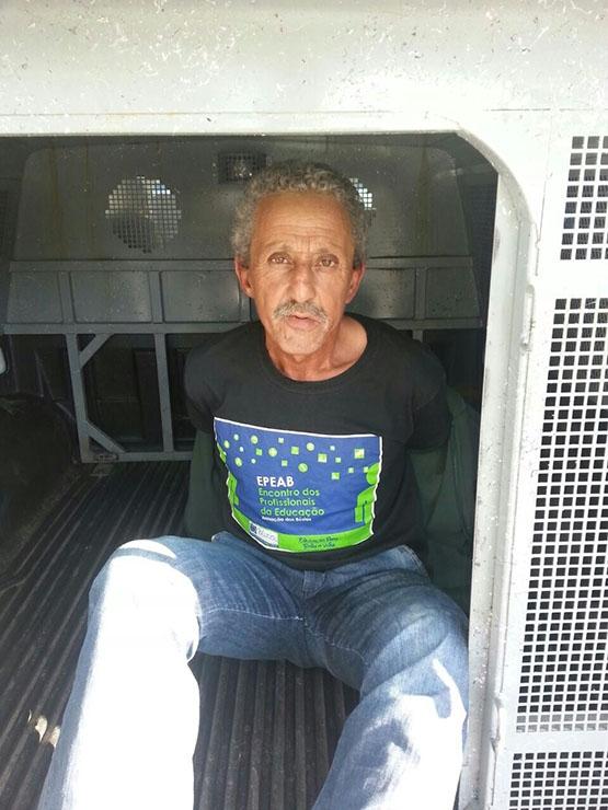 PMs do GAT prendem homem com 50 pedras de crack na Boca do Mato