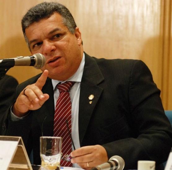 Janio Mendes diz que traficantes tentaram impedi-lo de fazer campanha em Cabo Frio