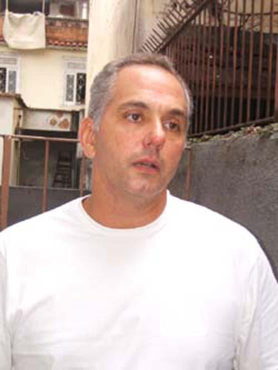 Justiça solta ex-delegado de Cabo Frio que atirou em religioso