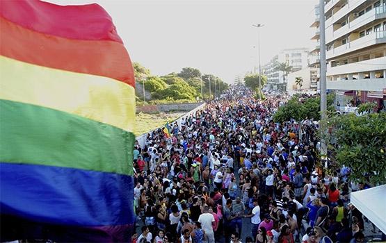 Décima Parada do Orgulho LGBT reúne 70 mil pessoas em Cabo Frio