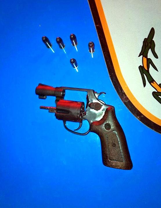 Homem é detido com revólver calibre 38, além de cinco munições, no bairro Jacaré, em Cabo Frio